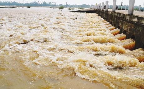 கடலில் கலந்து வீணாகும் பாலாறு நீர் Courtesy: Dinamani